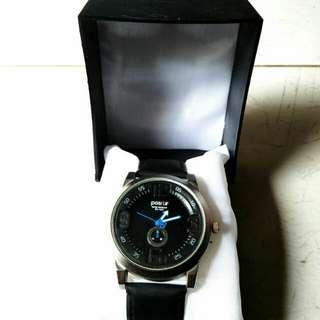 Jam tangan pria positif