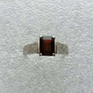 14k585 white gold garnet ring