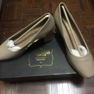 Limited edition Disney villain beige shoes