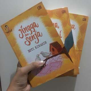 novel jingga dan senja series