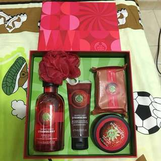 Body shop strawberry collection gift set
