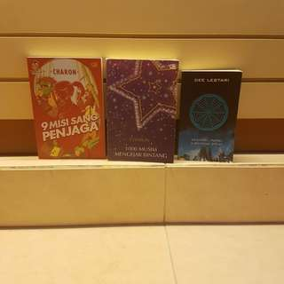 Box 8 (3 books) - 9 misi sang penjaga, 1000 musim mengejar bintang, Supernova