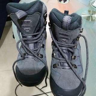 V-Lite 女裝行山防水鞋  size 35 around 90% New  waterproof