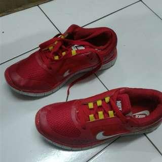 Sepatu NIKE (free jabodetabek)