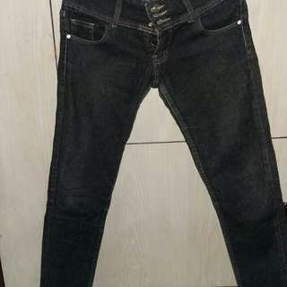 Jeans dongker size 30