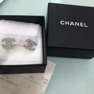 Chanel classic earring