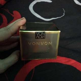 Von von untuk kulit tampak kencang menghilangkan kerutan dan flek2 hitam diwajah,,
