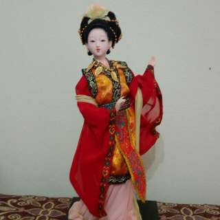 Collectible Chinese Dolls & …  Traditional Chinese Art Silk Figurine Doll