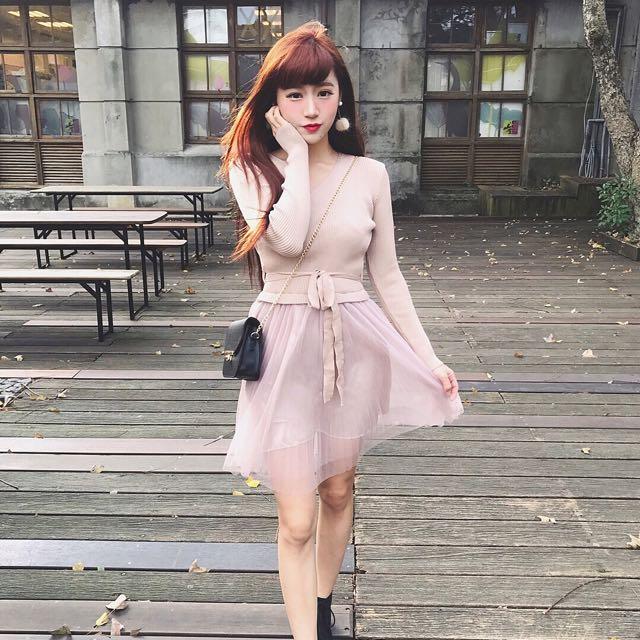 #993 溫柔小V領針織拼接星紗洋裝 杏