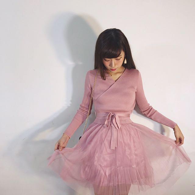#993 溫柔小V領針織拼接星紗洋裝 粉紫