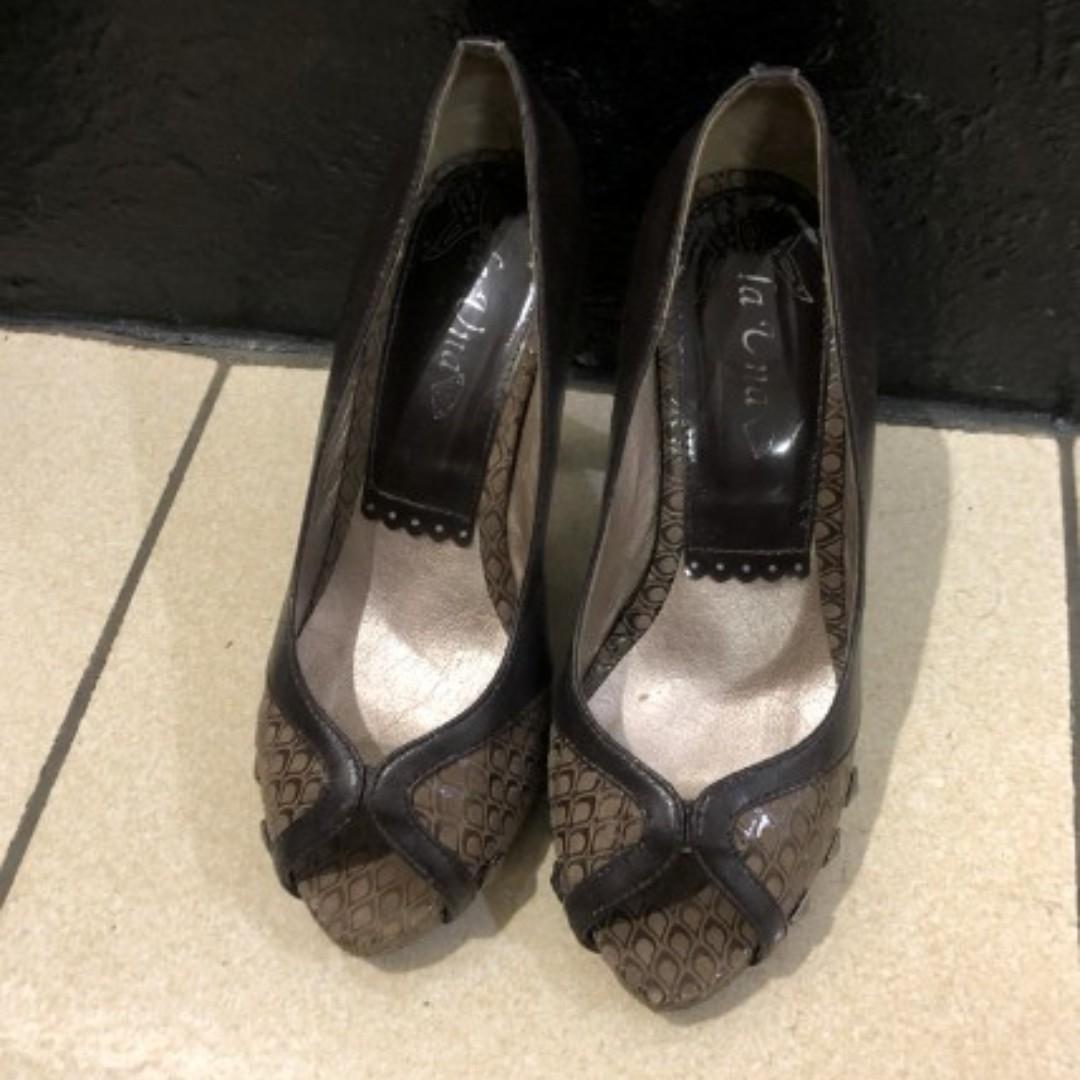 氣質拼接異材質鉚釘露趾魚口高跟鞋