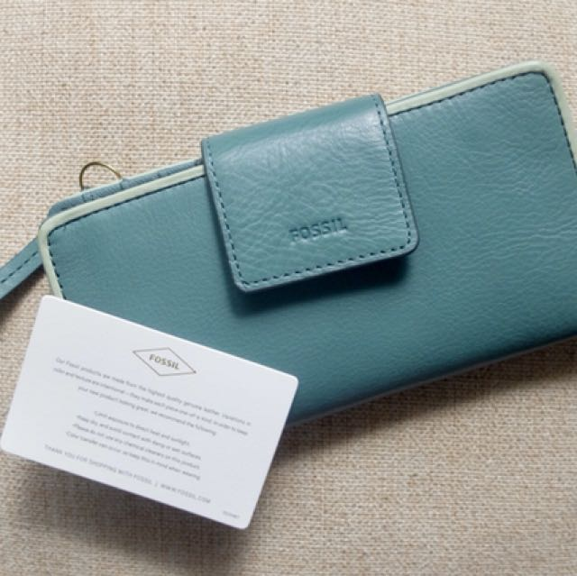 AUTHENTIC FOSSIL LEATHER WALLET