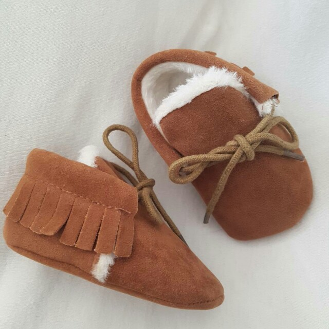 Baby shoes sz 0-3months