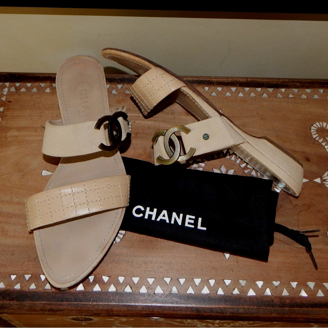 CHANEL leather-stitched & canvas in interlocking CC slides sandals