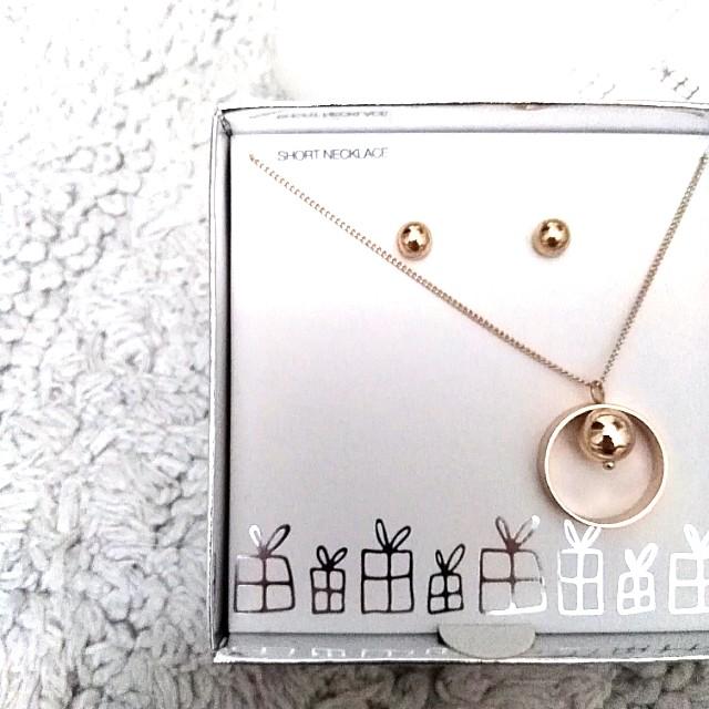 Lovisa necklace earrings gift set