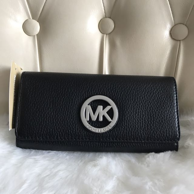 6baa01d800c8 Michael kors ladies wallet in black, Luxury, Bags & Wallets on Carousell