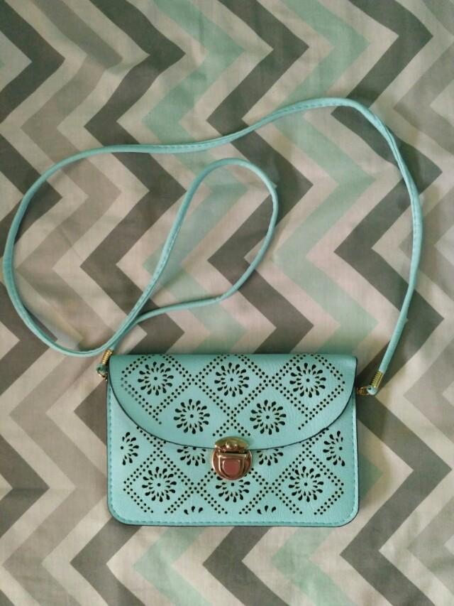 Mini slingbag