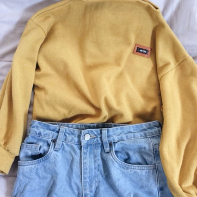 Mustard-yellow jumper.