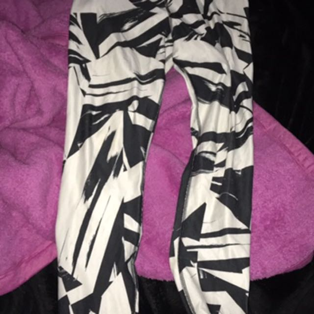 Nike black and white exercise tights