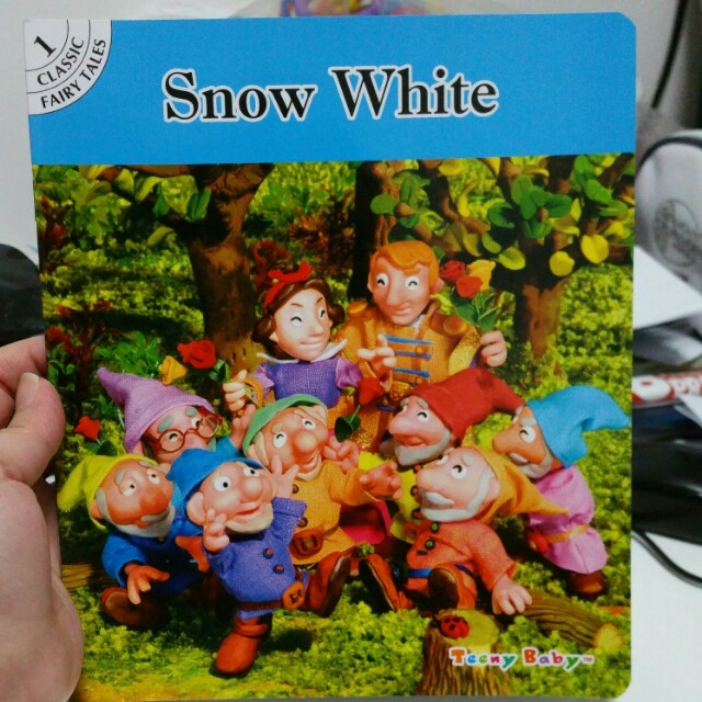 Snow White story book (New)