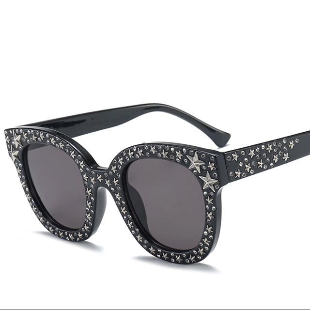 Star frame sunglasses