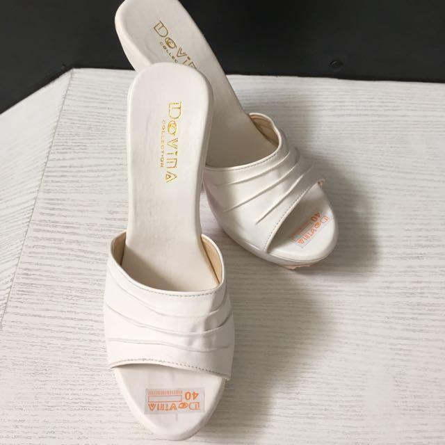 Turun harga Sepatu high heels putih