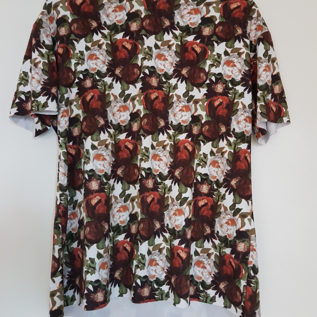 *$5 with any full priced purchase* Zara floral tshirt