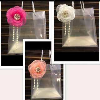 Stunning doorgift Bags with flowers / pearl / Ribbons attached
