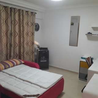 Simei HDB EM room rental - 1 room for single very spacious - near mrt near east point mall, quiet place (can move in anytime)