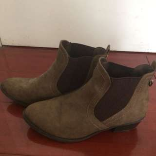 Boots size 8 women's