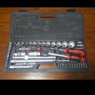 Branded Wrench Gear set . Made in RS -UK. Total 24 pieces  in the carrier