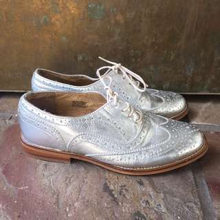 Silver Steve Madden oxfords / brogues