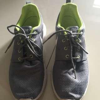 Nike woman rubber running shoes gray grey