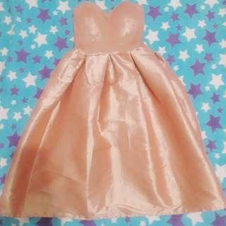 Cocktail dress. Peach.cute. Prom night. Girly