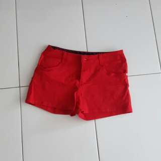Red short