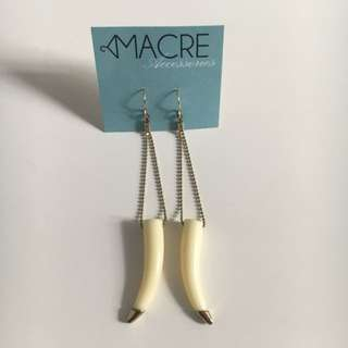 Gold tip tooth earring