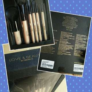 Love & Beauty Forever 21 Cosmetic Brush Set