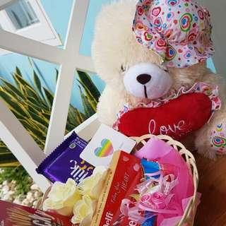 Kado/Hadiah/Hampers/Coklat/Bunga/Boneka Valentine - Bear Hat in Love