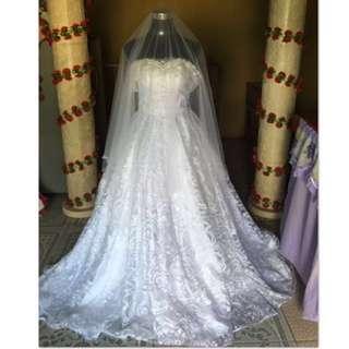Preloved wedding gown w/entourage