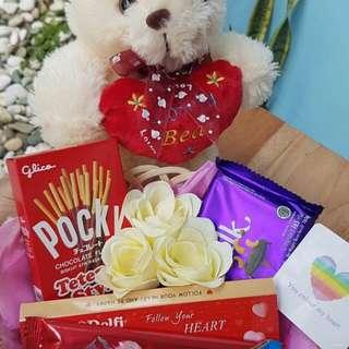 Kado/Hadiah/Hampers/Coklat/Bunga/Boneka Valentine - Bear in Love