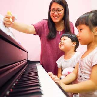 Piano Lessons 🎹🎵🤗