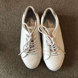 Deuce white shoes