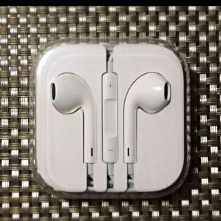BNIB Apple Earpods