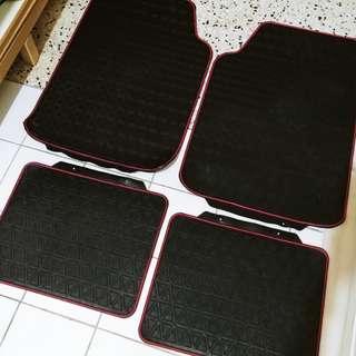 4 pieces Car Carpet Mat / Carpet (Good Condition)