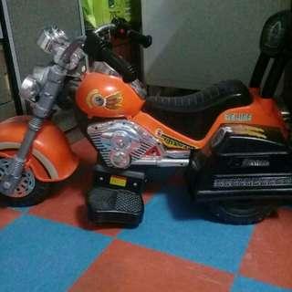 Motor mainan dan tricycle basikal
