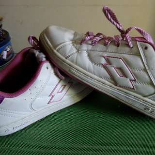 NOW ON SALE !! Ladies white rubber shoes, lotto brand size 7.5 US