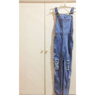 Overall jeans ripped