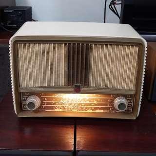 Philips vintage tube radio