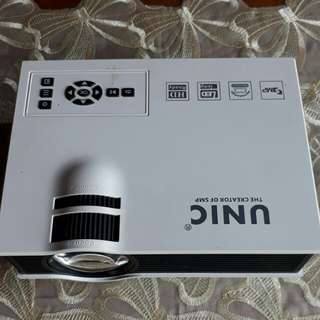UNIC(Mini led projector