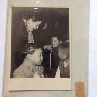 Vintage Old Photo - (should be taken in 1950s as the First Lady looks young) Taiwan First Lady Soong Mei Ling  宋美齡 (15 by 11 cm) (very rare)